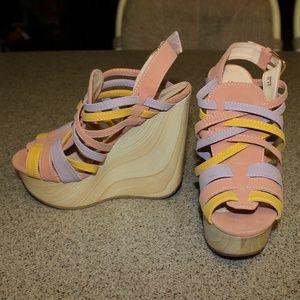 Shoedazzle Strappy Platform Wedges Size 6.5